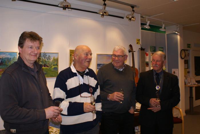 LC Vallentuna tog in två nygamla medlemmar på klubbmötet i februari 2017. Kjell-Roland Janson (2:a fr.v.) och Björn Karlström (2:a fr.h)  välkomnas under intagningsceremonin av Vicepresident Thomas Järlinge (t.v.) och President Björn Ek (t.h).